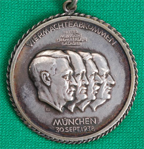 http://e-militaria.com/catalog/germany_third_reich/D-Jager_Shooting/zz_medal_chain_1935-40_mep/sk_1938.jpg